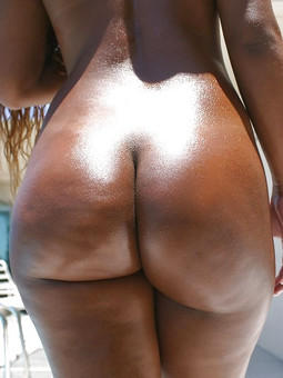 Amateur ebony girlfriends bare their..