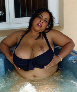 Ebony BBW Shanice Richards squeezing..
