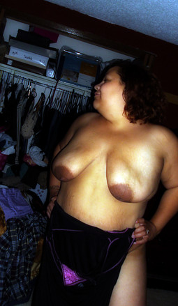 Black Mature moms exposes naked hot..